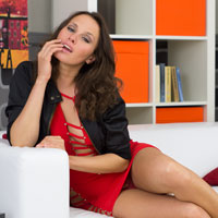 Sensual cougar Monica invites you to the game